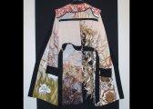 Manteau en panneaux de soie assemblés