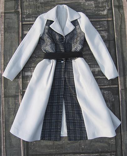 Manteau en laine avec applications de dentelle et de laine à motif quadrillé