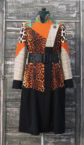 Manteau en laine à découpes contrastantes