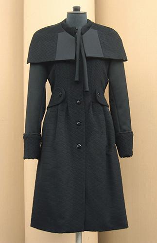 Manteau en laine et cachemire à cape
