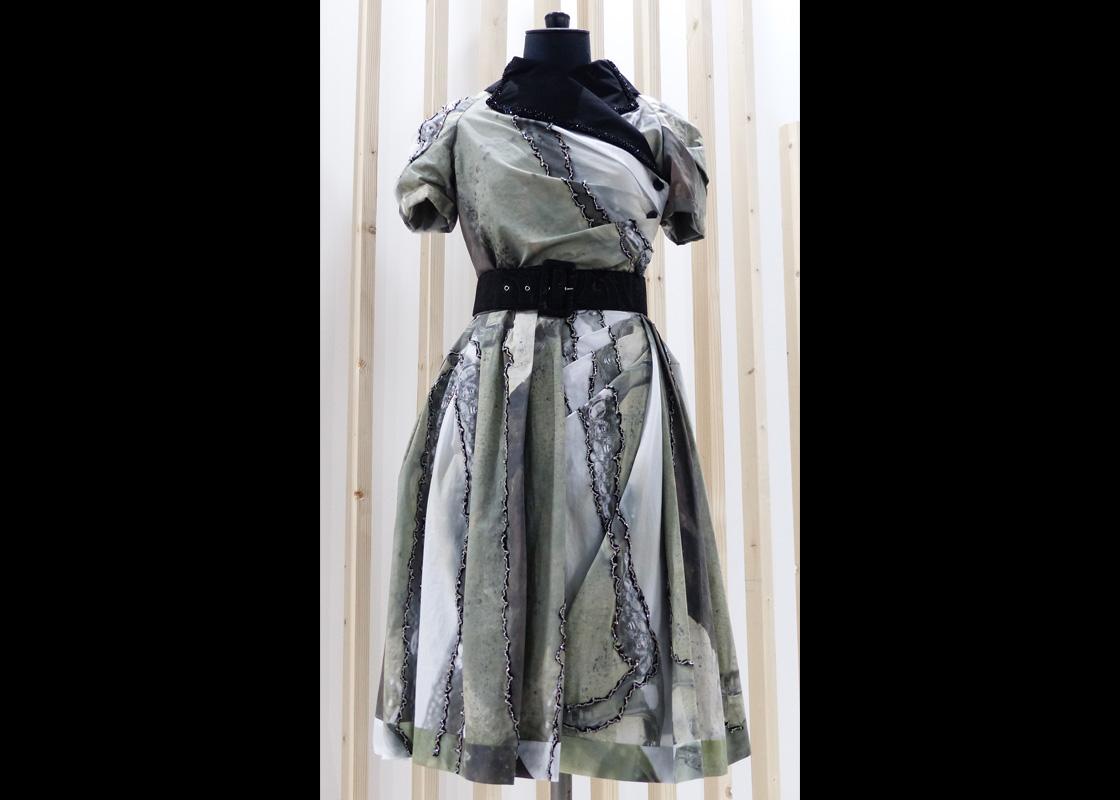 Robe plissée en popeline de coton rebrodée de perles