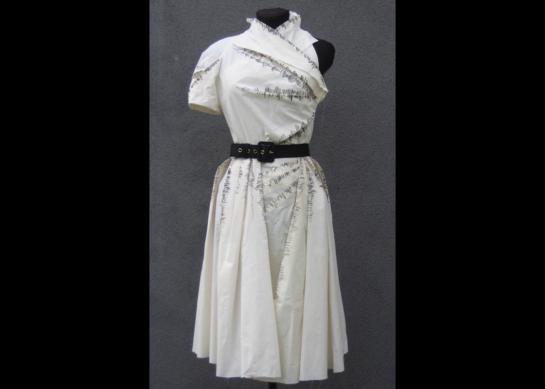 Robe plissée, toile
