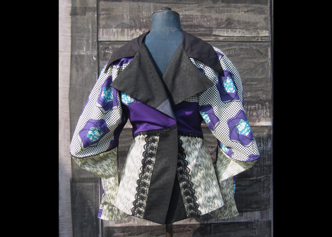 Veste en coton à manches coudées exagérées et application de dentelle (dos)