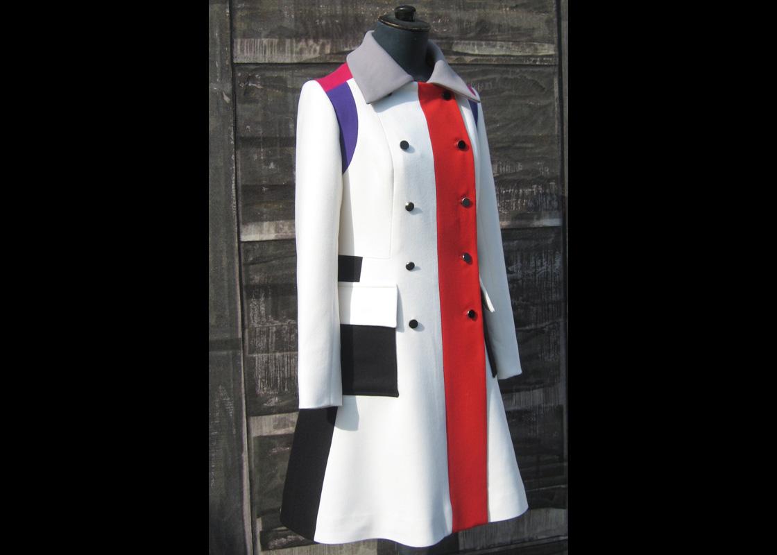 Manteau en cachemire à découpes contrastées