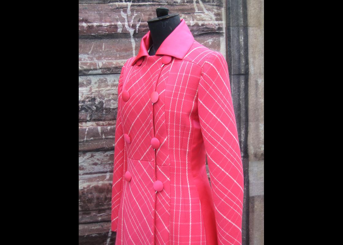 Manteau en laine et satin de cuir de soie (devant)