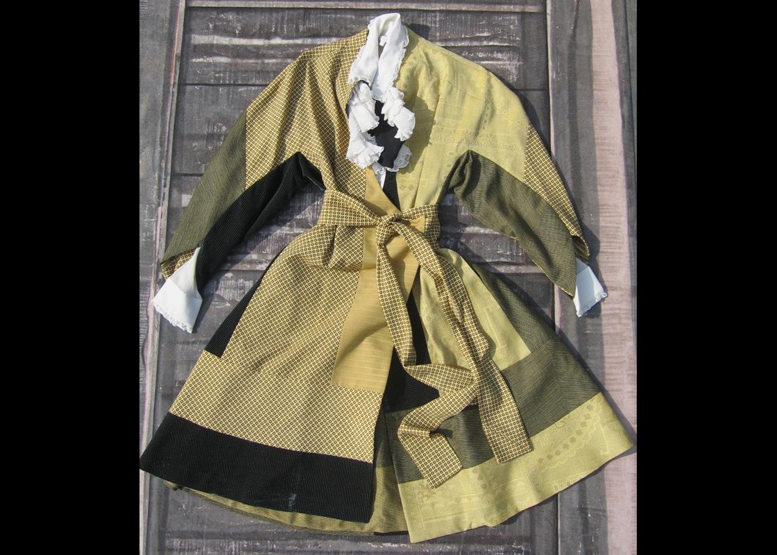 Robe en laine à découpes