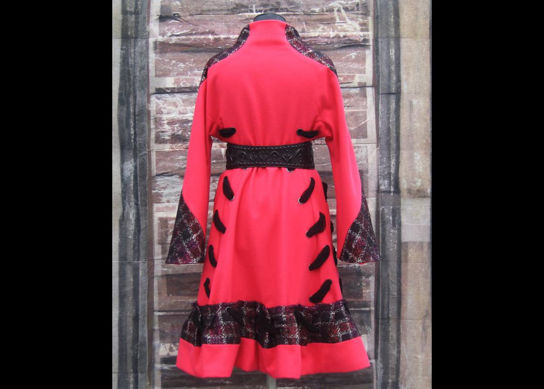 Manteau en laine à ornements de résilles