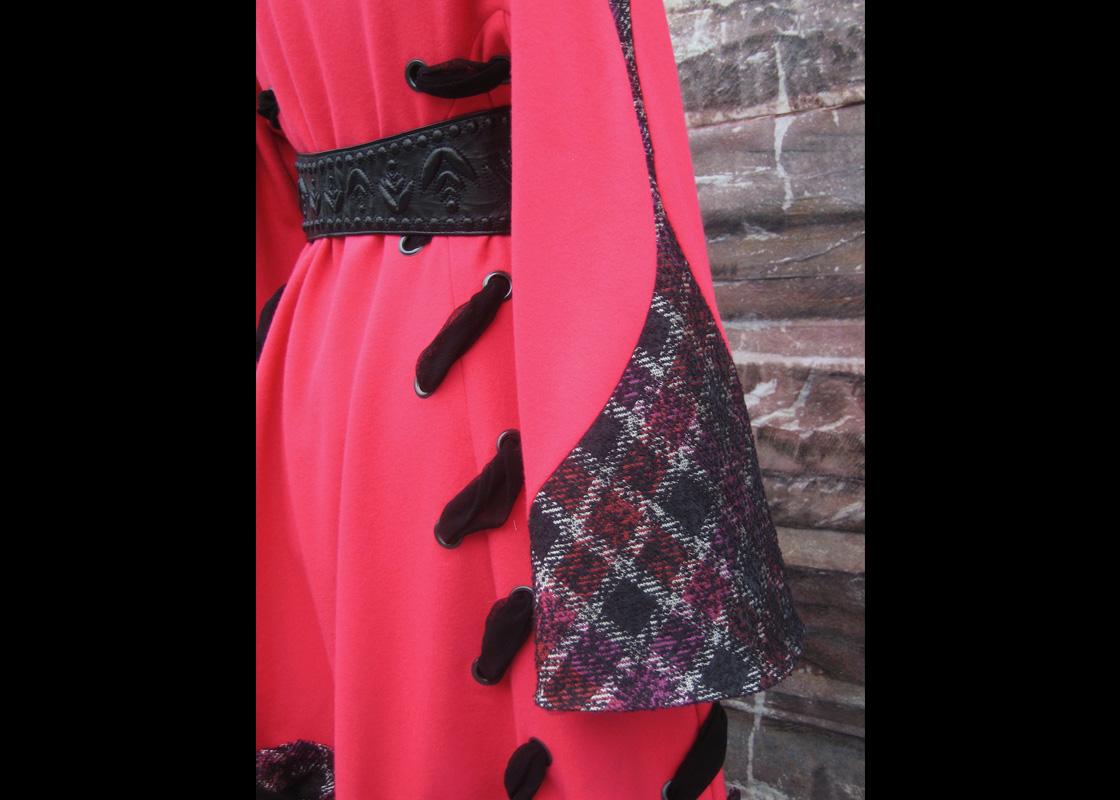 Manteau en laine à ornements de résilles (détail)